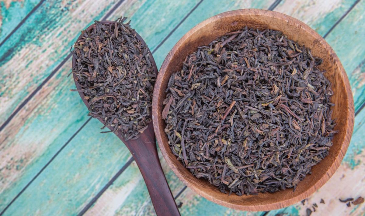 خرید عمده چای سیاه قلم با چوب شمال